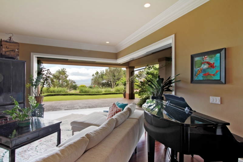 Luxury Wailuku home with ocean views