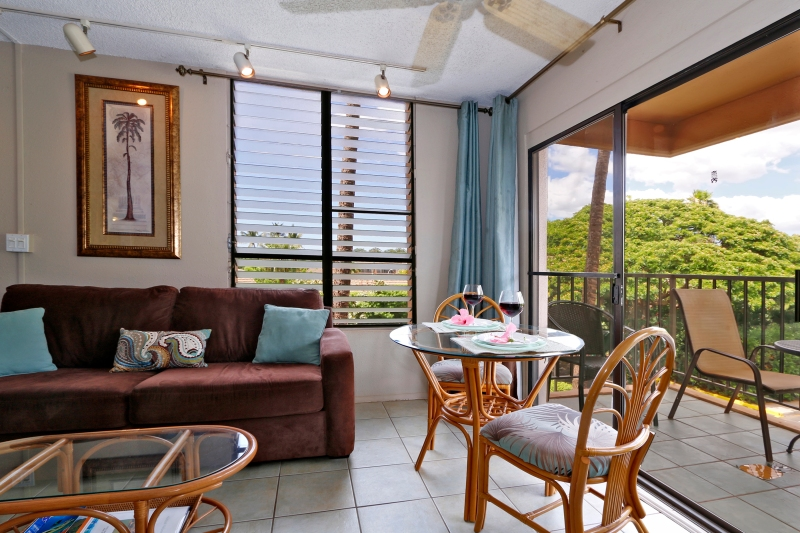 Kihei Akahi C-420 is  corner unit so it has lots of windows and natural light.