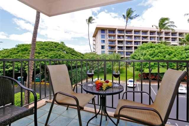 Kihei Akahi C420 lanai (balcony) to relax and catch the Maui trade winds